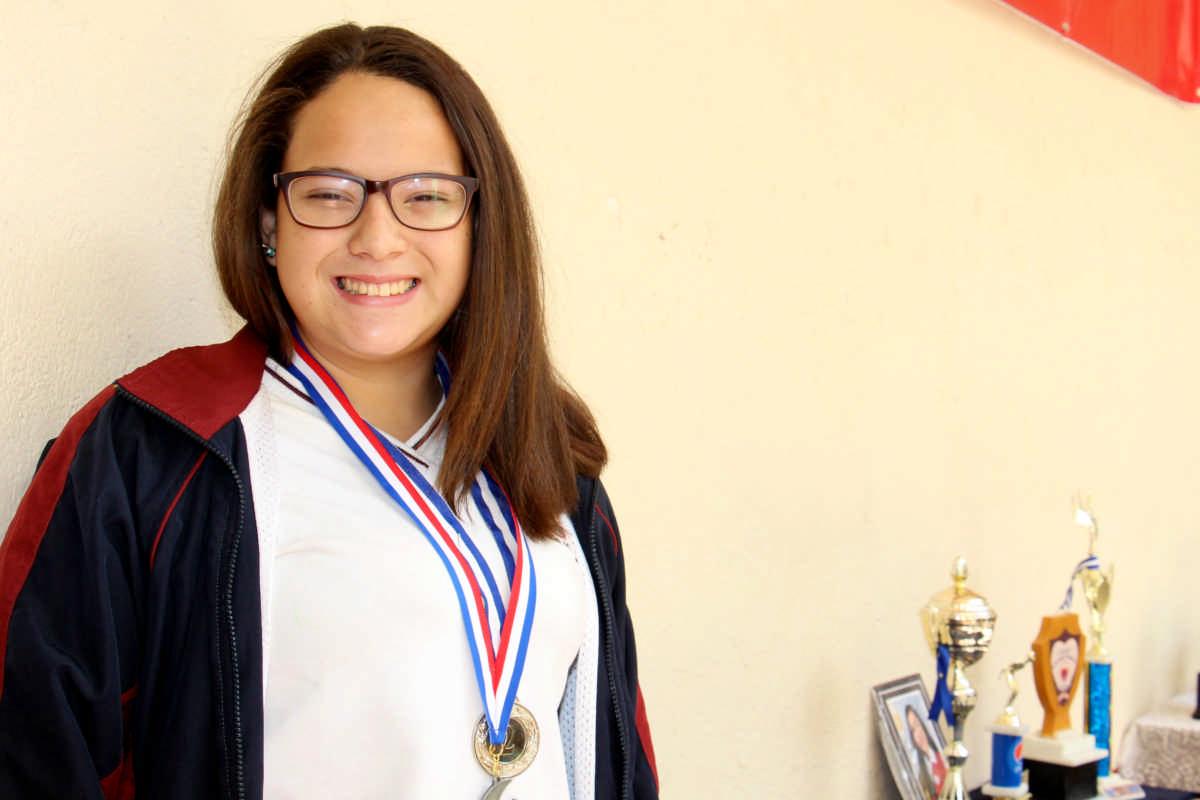 Tiffany Paredes, la nadadora de 14 años que atravesó el lago Petén Itzá