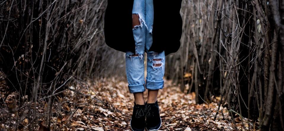 Desgastá tus jeans para estar a la moda