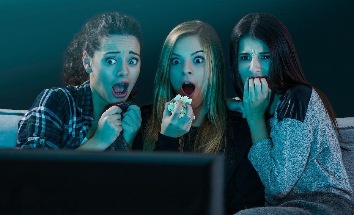 10 cosas que siempre hacés después de ver una película de miedo