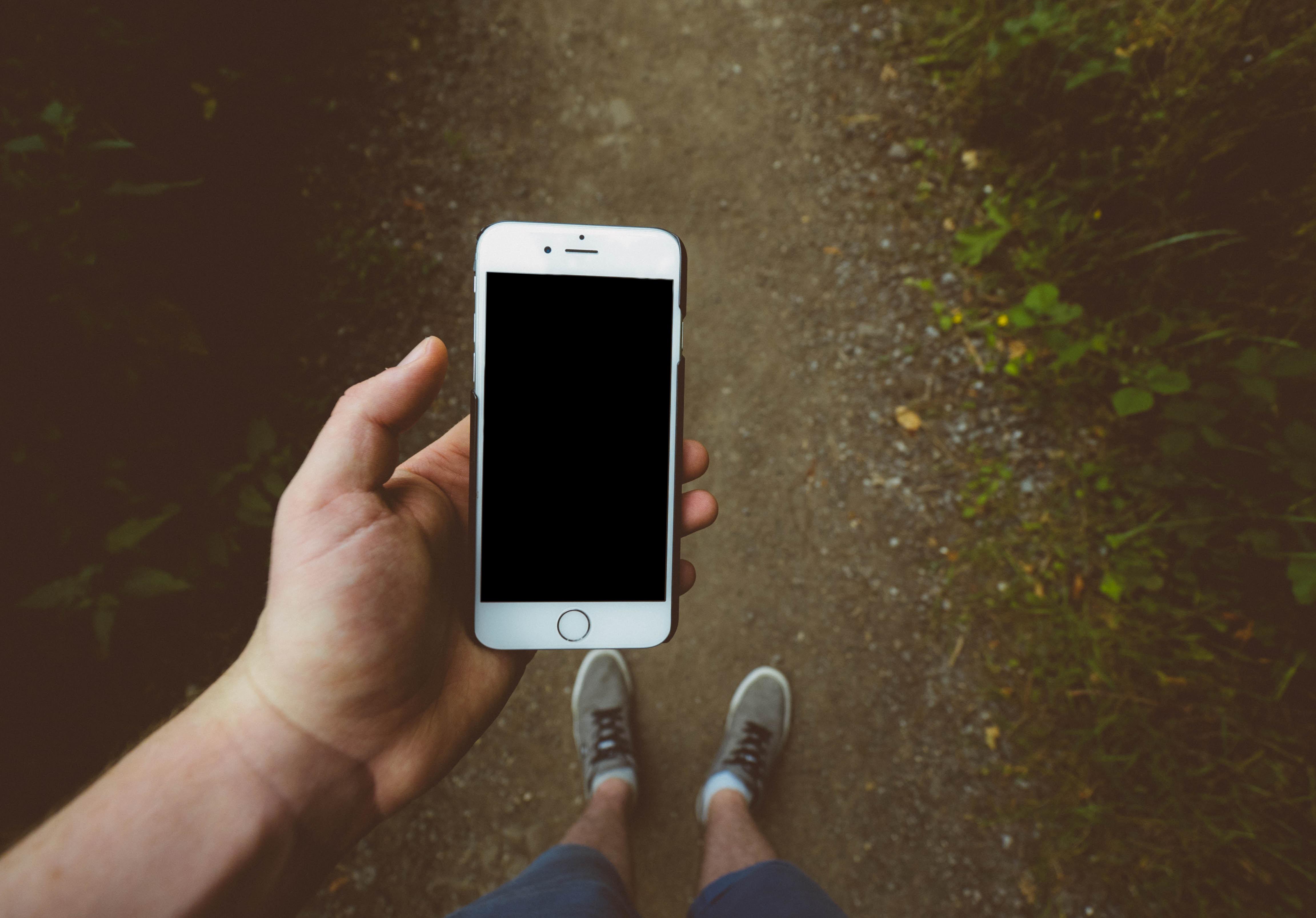 Trucos para cargar tu celular sin cargador