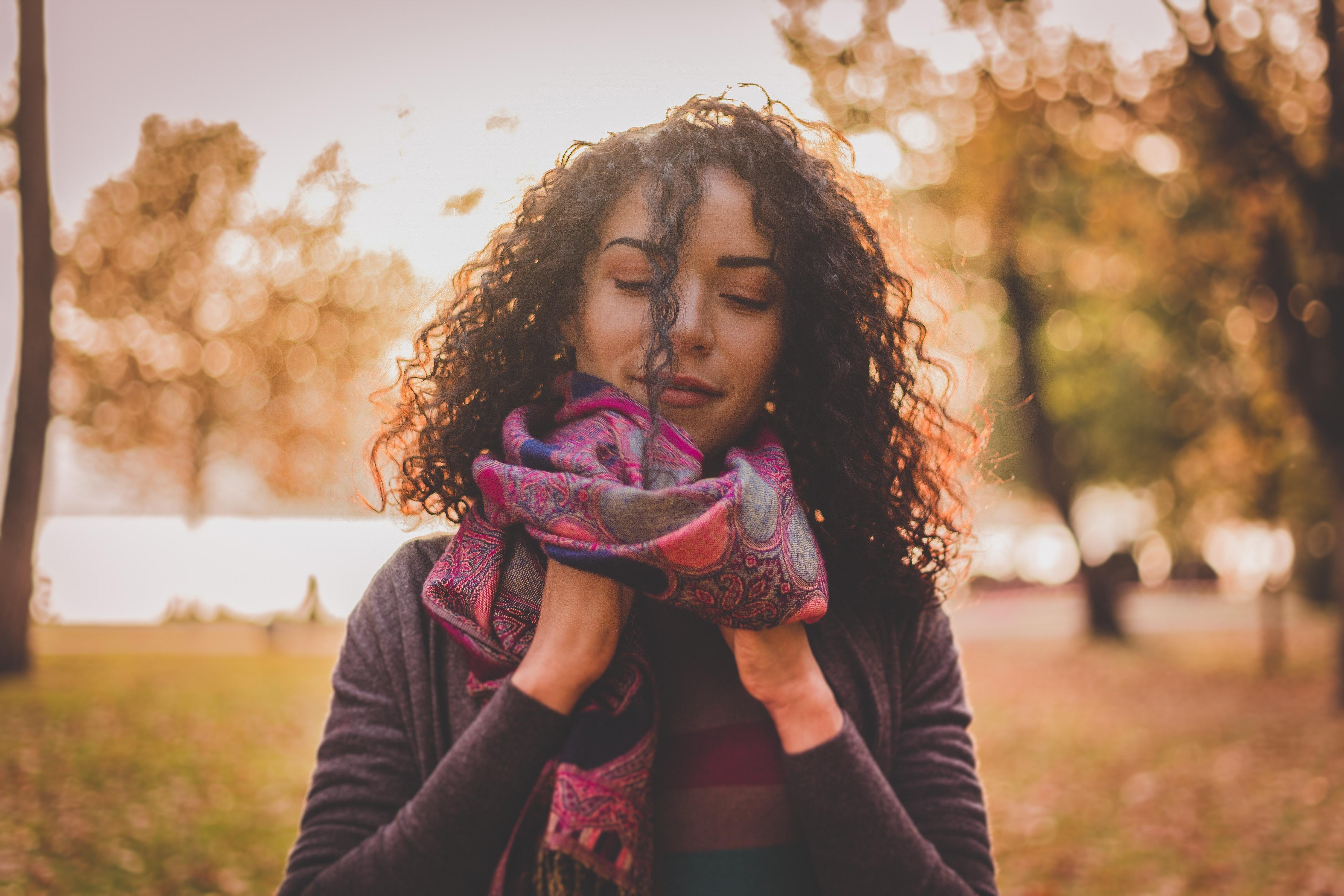 Así podés llevar una bufanda para lucir bien y protegerte del frío
