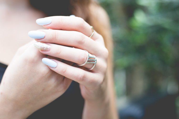Cosas que debés saber antes de ponerte uñas postizas